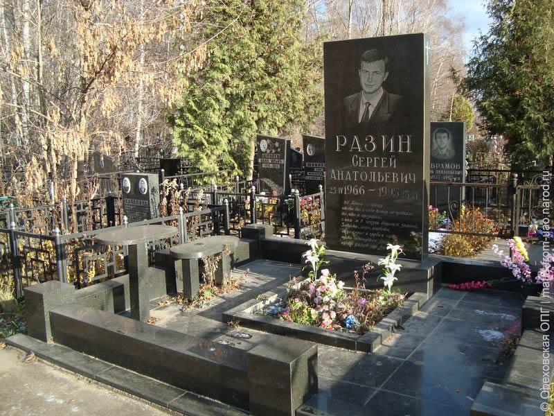 Аллея на котляковском кладбище